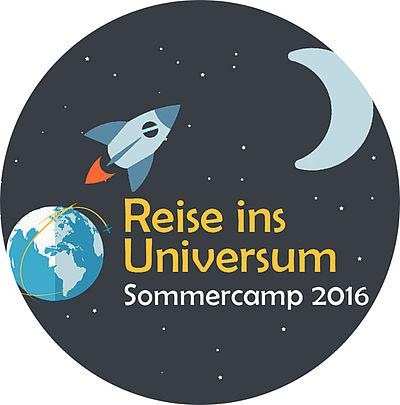 Logo Sommercamp 2016, Reise ins Universum. Das Logo zeigt eine Rakete die von der Erde zu einem Halbmond fliegt.