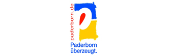 Logo der Stadt Paderborn. Ein weißes P oben auf blauem und unten auf gelbem Hintergrund. Links neben dem P steht senkrecht die Internetadresse paderborn.de. in blauer Schrift darunter steht Paderborn überzeugt.