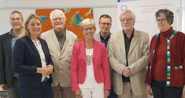 Die Mitglieder des Vorstands von PLAZEF (v.l.n.r.): Andreas Bolte, SD Sonja Pahl, Prof. em. Dr. Hans-Dieter Rinkens, LRSD Rita Berens, Prof. Dr. Bardo Herzig, Prof. em. Dr. Dr. h.c. mult. Peter Freese, Dr. Annegret Helen Hilligus